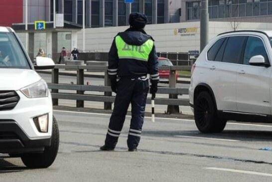 Водитель наказал гаишников рублем, доказав, что грязные номера были чистыми