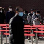 Китайских врачей заподозрили в умалчивании «истинных» причин пандемии коронавируса