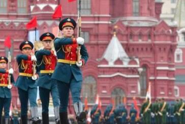 В Чите более 1,9 тысячи человек приняли участие в параде Победы