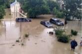 «Течением унесло собаку»: жители Керчи рассказали про потоп