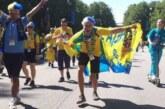 Шведские фанаты устроили в Питере карнавал с песнями и танцами