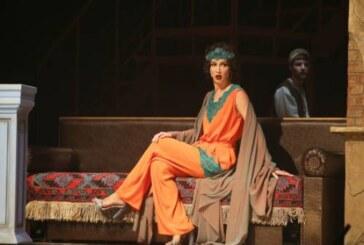 Бузова вернется на сцену МХАТ в новом сезоне: вопреки Дорониной